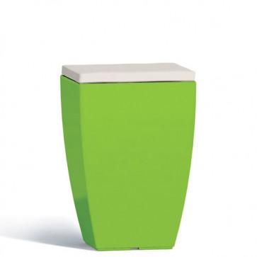 Pouf contenitori per esterno con cuscino in ecopelle bianco o grigio. Sgabello design Monacis in polietilene verde con vano contenitore, ideale per il tuo giardino di casa.