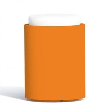 Pouf contenitori per esterno con cuscino in ecopelle bianco o grigio. Sgabello design rotondo Monacis in polietilene arancione con vano contenitore.