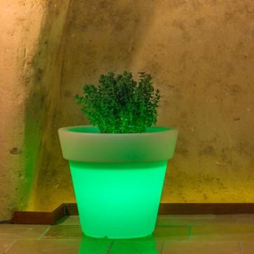 Vaso luminoso rotondo da giardino in resina bianca per esterno. Vasi luminosi circolari da interno illuminati di luce verde, ideale per le piante del terrazzo.