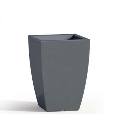 Vaso da giardino in resina grigia per esterno. Vasi da interno design in polietilene, ideale per le piante e fiori del terrazzo. Dimensioni 50hx33x33 cm.