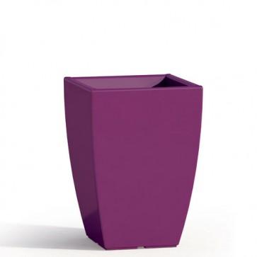 Vaso da giardino in resina viola per esterno. Vasi da interno design in polietilene, ideale per le piante e fiori del terrazzo. Dimensioni 50hx33x33 cm.