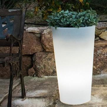 Vaso luminoso a led solare in polietilene bianco per esterno da giardino. Vasi luminosi a batteria senza fili da interno con telecomando e sensore crepuscolare