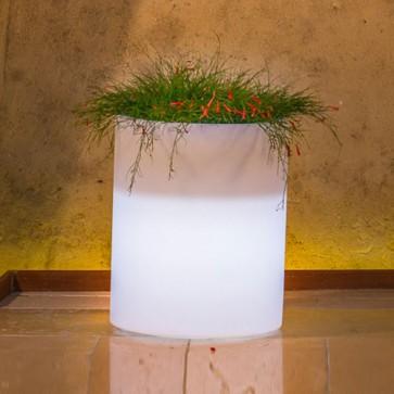 Vaso luminoso da giardino in resina bianca per esterno. Vasi luminosi da interno illuminati di luce bianca, ideale per le piante del terrazzo.