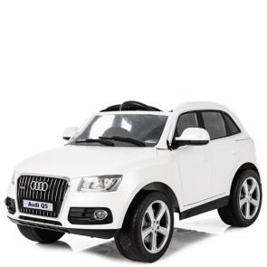 Macchina elettrica per bambini Audi Q5 12V con telecomando e display elettronico. Fuoristrada SUV elettrico colore bianco per bambino con retromarcia