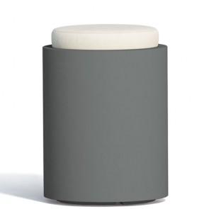 Pouf contenitori per esterno con cuscino in ecopelle bianco o grigio. Sgabello design rotondo Monacis in polietilene grigio con vano contenitore
