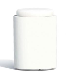 Pouf contenitori per esterno con cuscino in ecopelle bianco. Sgabello design rotondo Monacis in polietilene bianco con vano contenitore