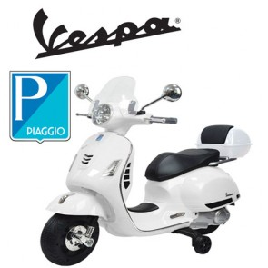 Vespa GTS elettrica per bambini Piaggio bianca con batteria 12 volt, scooter elettrico per bambino con rotelle e sellino in ecopelle.
