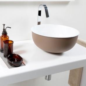 Lavandino Cipì da appoggio in metallo, interno smaltato bianco. Lavandini bagno a ciotola sospesi, esterno di colore tortora.