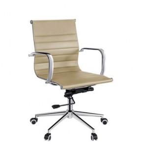 Poltrona direzionale ufficio beige, rivestita in PU. Sedie girevoli in metallo con ruote e braccioli.