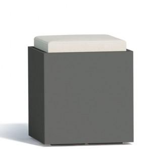 Pouf contenitori per esterno con cuscino in ecopelle bianco. Sgabello design Monacis in polietilene grigio con vano contenitore, ideale per il tuo giardino di casa.