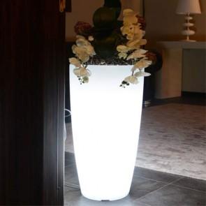 Vaso luminoso da giardino per esterno. Vasi illuminati di luce bianca, per piante in resina bianca per interno.